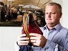 Muži si všímají kravaty či košile, ale obuv pořád podceňují, obává se Michal...