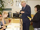 Prezident Miloš Zeman při volbě v druhém kole senátních voleb (17. října 2014)