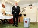 Prezident Miloš Zeman odevzdal svůj volební hlas v pražských v Lužinách. (10....