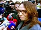 Adriana Krnáčová přichází do volebního štábu hnutí ANO v Praze. (11. října 2014)