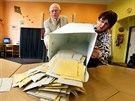 Volební komisaři v Aši začínají sčítat odevzdané hlasy v komunálních volbách....