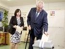 Do volební místnosti zamířil v pátek i prezident Miloš Zeman s manželkou...