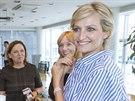Partnerka ministra financ� Monika Babi�ov� z Nadace Agrofert (vlevo) a modelka...