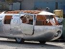Dvě kola vpředu, jedno vzadu a tvar kapky. To je Dymaxion.