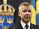 Komodor švédského námořnictva Jonas Wikstrom na tiskové konferenci, na níž...