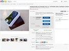 Na aukčním portálu eBay jej nyní prodává za v přepočtu 145 tisíc korun.