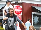 Frontman skupiny Coldplay Chris Martin je se svými dětmi také vidět často....