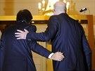 Dva belgičtí premiéři. Vlevo končící Elio Di Rupo , vpravo nastupující Charles...
