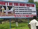Počet obětí eboly v Libérii přesáhl na začátku října čtyři tisíce. Billboard v...