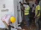 V liberijské Monrovii se staví nové zdravotnické zařízení, kde se budou léčit...