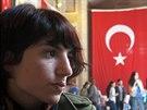 Aysegul Korkutová, studentka, která byla napadena maskovanými příznivci IS, na...