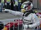 Lewis Hamilton se raduje z vítězství ve Velké ceně Ruska