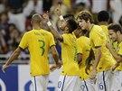 Brazilští fotbalisté slaví gól proti Japonsku. Druhý zleva autor trefy Neymar.