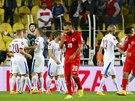 JE TO TAM! Čeští hráči (v bílém) slaví triumf v kvalifikačním utkání proti...