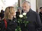 Na poslední rozloučení s Pavlem Landovským dorazil i herec, zpěvák a textař Jan...