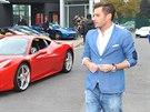 Leoš Mareš osobně vyprovázel kolonu luxusních aut. Nečekaně si tak zahrál na...