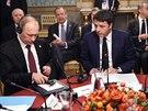 Italský premiér Matteo Renzi s prezidenty Ruska a Ukrajiny Vladimirem Putinem a...