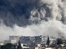 Radikálové z Islámského státu zintenzivnili útoky na severní sektor města Kobani, k němuž povolali posily (Sýrie, 18. října 2014).