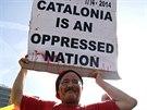 """""""Katalánci jsou utlačovaný národ,"""" stojí na transparentu jednoho z demonstrantů (Barcelona, 19. října 2014)."""