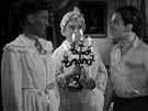 Zorka Jan� a Zde�ka Baldov� ve filmu Kluci na �ece (1944)