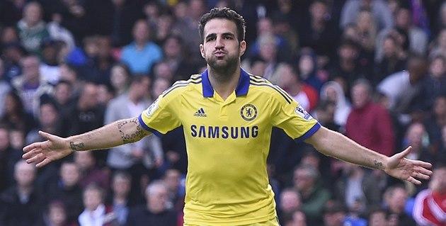 Cesc Fabregas, zálo�ník londýnské Chelsea, oslavuje sv�j gól, který vst�elil v...
