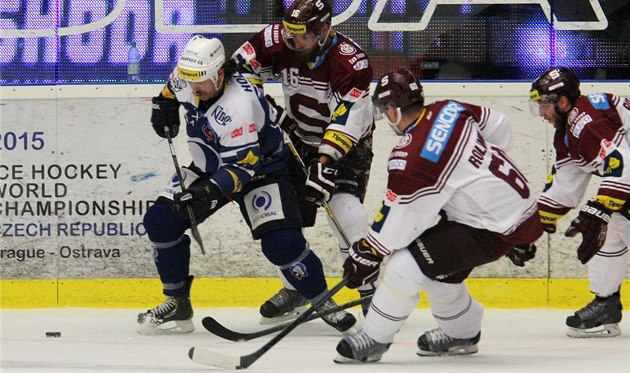 Plze�ský Ryan Hollweg v oble�ení hokejist� Sparty.