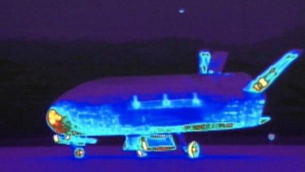 Infra�ervený snímek bezpilotního raketoplánu X-37B