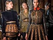 Málokterý módní prvek se pravideln� objevuje v ka�dé sezon�; leopardí vzor tu...