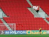PRÁZDNO. Kvůli výtržnostem slávistických fanoušků v utkání s Brnem byla tribuna...