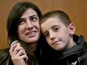 Osmiletého Eriona odvezl otec do Sýrie, aby bojoval po boku Islámského státu. Zoufalé matce jej kosovští agenti přivedli po pěti měsících (15. října 2014)