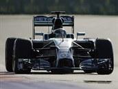 Lewis Hamilton na trati Velké ceny Ruska v So�i.