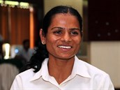 NESMÍ ZÁVODIT. Indická sprinterka Dutee Chandová m�la nad�jn� rozjetou kariéru,...