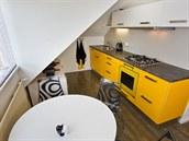 Nábytek je vyrobený na míru z cenov� dostupného lamina, podlaha je vinylová,...