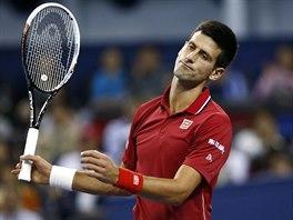 Novak Djokovič smutní, na turnaji v Šanghaji vypadl v semifinále.