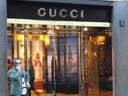 Zlatý čtyřuhelník v sobě svírá desítky obchodů s oblečením světoznámých i dosud...