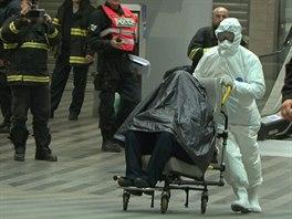 Na pražském Hlavním nádraží zadrželi muže s podezřením na ebolu (11. října 2014)