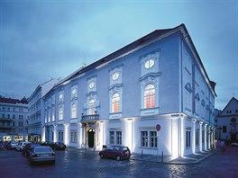 Reduta.Barokn� budova divadla Reduta na Zeln�m trhu je pova�ovan� za nejstar��...