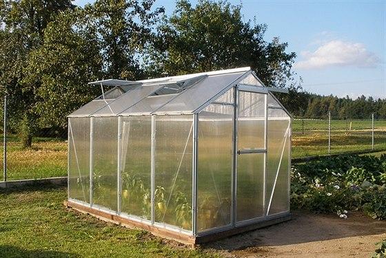 Ke skleníkům HOBBY i VARIANT získáte u firmy Limes do konce října otvírače oken...