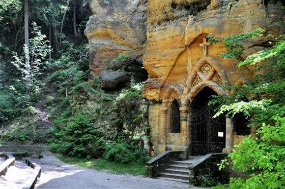 Tajemnou kapli ukrývá Modlivý důl u Svojkova