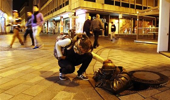 Čumil. Jedna z ikonických soch moderní Bratislavy.