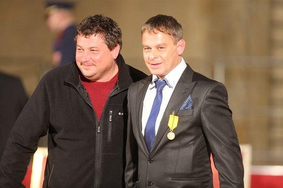 Režiséři Robert Sedláček (vlevo) a Filip Renč při slavnostním udílení státních...