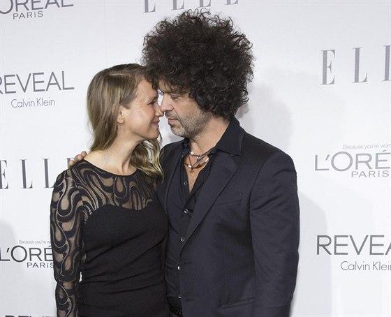 Renée Zellwegerová je už dva roky šťastně zadaná. Jejím partnerem je kytarista...
