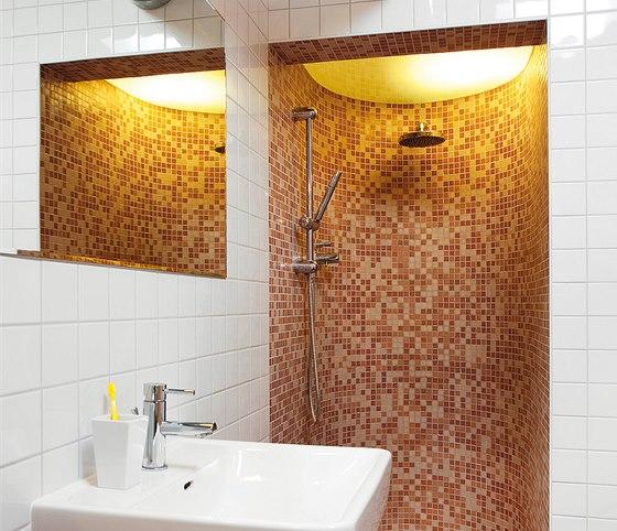Zaoblený sprchový kout vypadá efektně a postavit ho zvládne i zručnější laik.