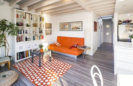 Interiér zaplnil mix nábytku z IKEA a předchozího bytu.