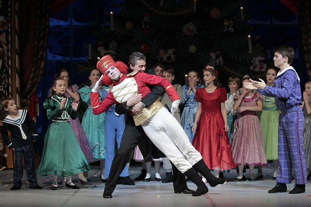 Na tvorbě Louskáčka se podílelo sto dětí z baletních škol.