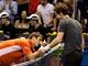 VZTY�EN� PROST�EDN��KY. Zlomen� �pan�lsk� tenista Tommy Robredo po smoln�...