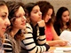 Studentky, kter� se ��astnily politick�ho v�cviku po��dan�ho organizac� Slovo