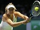 Rusk� tenistka Maria �arapovov� bojuje se za�at�m v�razem proti Kvitov� na...