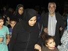 Civilisté, kteří utekli před boji mezi libanonskou armádou a ozbrojenci v...