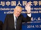 Miloš Zeman přichází na besedu se studenty univerzity Renmin.